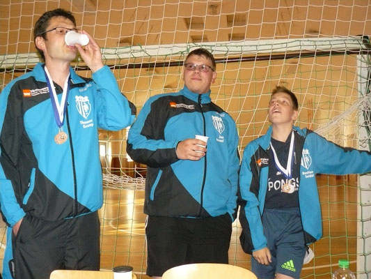 Vereinspokal 2016 - Ein Prosit v.l. Thomas Graap, Jan Kessel und Bastian Seidel
