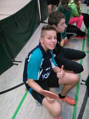 Bastian Seidel (13 J.) & Adrian Bauer (14 J.) zusammen beim Vogtländischen Punktwertungsturnier der U15 in Unterheinsdorf. Am Ende holt Bastian den 3. Platz.