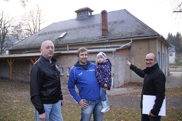 Pressetermin mit den Vorstandsmitgliedern des Mühltroffer SV Karl-Heinz Lindner, Roy Zimmermann und Torsten Zimmermann (v.l.) - Bildquelle: Simone Zeh