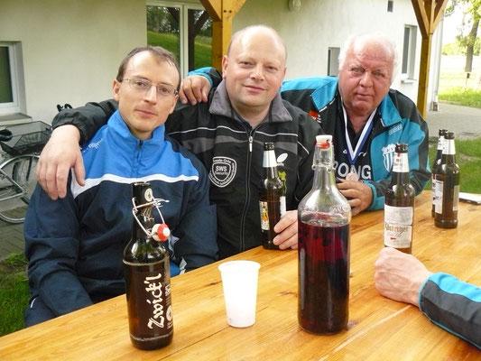 Vereinspokal 2016 - Grillerchen nach dem Turnier v.l.: Norman Schusser, Bernd Heller und Peter Christopf