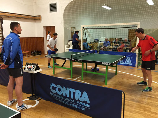 Spiel um Platz 3  -  v.l. Sebastian Heinz (Schiri), Johannes Pieles, Holger Knoch