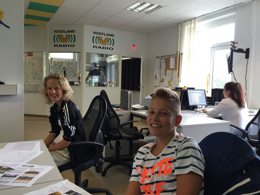 """Im Zuge der diesjährigen Ausschreibung für die """"Sterne des Sports"""" wurden wir zum Interview ins Vogtland-Radio eingeladen. Anne Krahmer und Bastian Seidel (v.l.) nutzen die Chance und waren Live zu hören."""