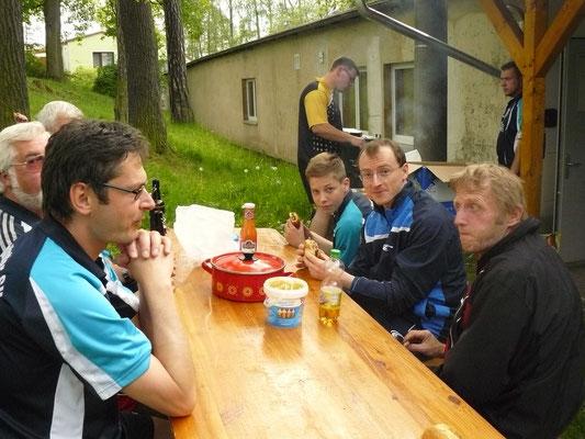Vereinspokal 2016 - Grillerchen nach der Vorrunde v.l.: Horst Bage, Thomas Graap, Bastian Seidel, Norman Schusser, Dietmar Feierabend