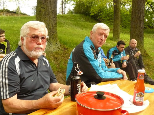 Vereinspokal 2016 - Grillerchen nach der Vorrunde v.l.: Adrian Graap, Horst Bage, Peter Schliwa, Marcel Ring, Bernd Heller