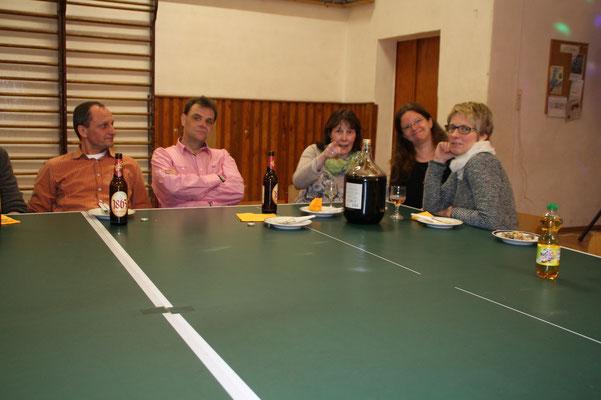 34. Osterturnier - Auch die Eltern des MSV-Nachwuchses sind am Start und feiern mit.