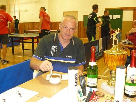 Unser Maik Fröhlich ganz entspannt beim Käffchen, da heute nicht im Einsatz.