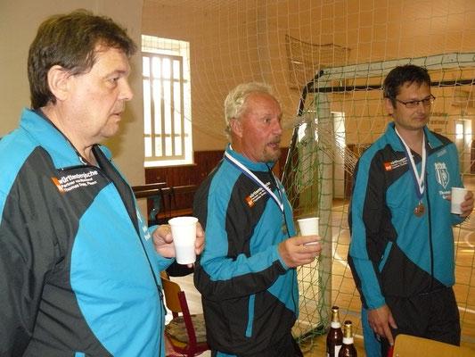 Vereinspokal 2016 - Ein Prosit v.l. Detlev Pensold, Norbert Witt und Thomas Graap