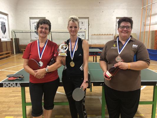 Podium der Damenkonkurenz (v.l.): Maria Kuhl (2.), Anett Springsguth (1.) und Manja Frank (3.)
