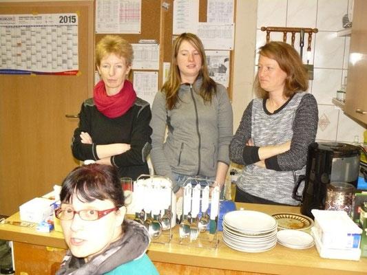 Unsere fleißigen Spielerfrauen  -  v.l. Doreen Heller, Ilona Fröhlich, Jessica Lässig, Kathi Bartschefeld