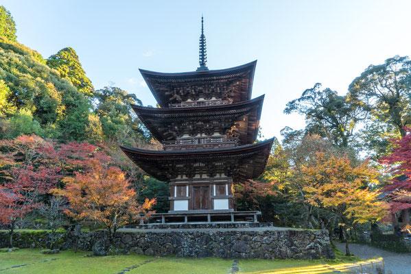 25 - Província de SHIGA. Pagoda de três telhados do templo Saimyoji. Um dos três templos que compõe o  Kotosanzan(três montanhas do lado leste do lago Biwa).