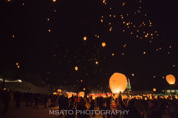 17 - Província de NIIGATA. Tsunan Snow Festival. Festival de pequenos balões de ar quente que ocorre na cidade de Tsunan no mês de março.