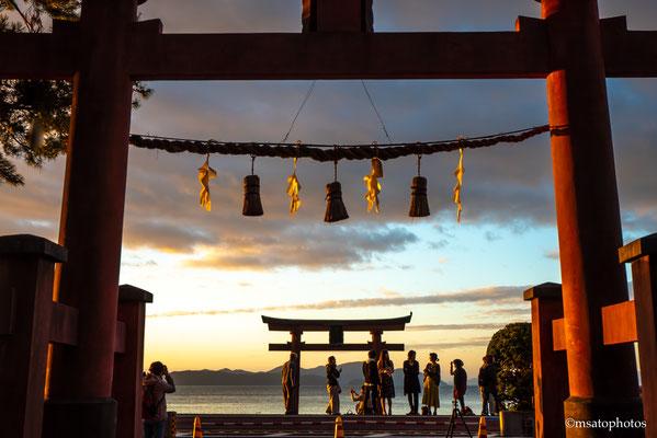 25 - Província de SHIGA - Santuário Shirahige. Localizado na margem oeste do lago Biwa na cidade de Takashima, este santuário é séde dos inúmeros santuários Shirahige existentes no Japão.