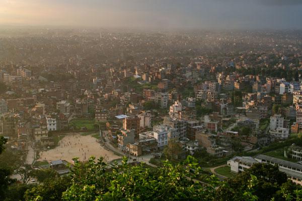 NEPAL Vista geral de Katmandu a partir do templo Swayambhnath.