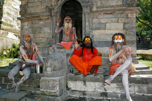 NEPAL - Templo Pashupatinath, Sadhus.
