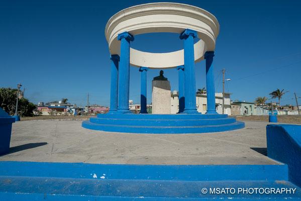 """CUBA - Monumento a Ernest Hemingway. Localizado em Cojimar, local onde o inspirou no romance """"O velho e o mar""""."""