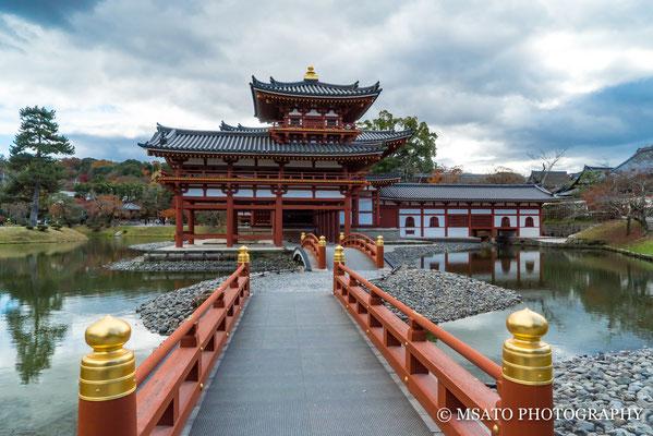 26 -Província de  KYOTO - Templo Byodoin no outono. Localizado na cidade de Uji, este impressionante templo budista construído em 998 representa o Paraíso da Terra Pura.