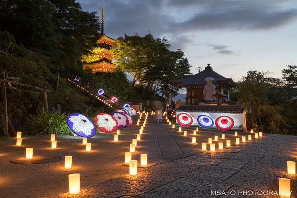 29 - Província de NARA. Festival das lanternas. No templo Oku, vilarejo de Asuka anualmente no verão acontece o festival de lanternas.