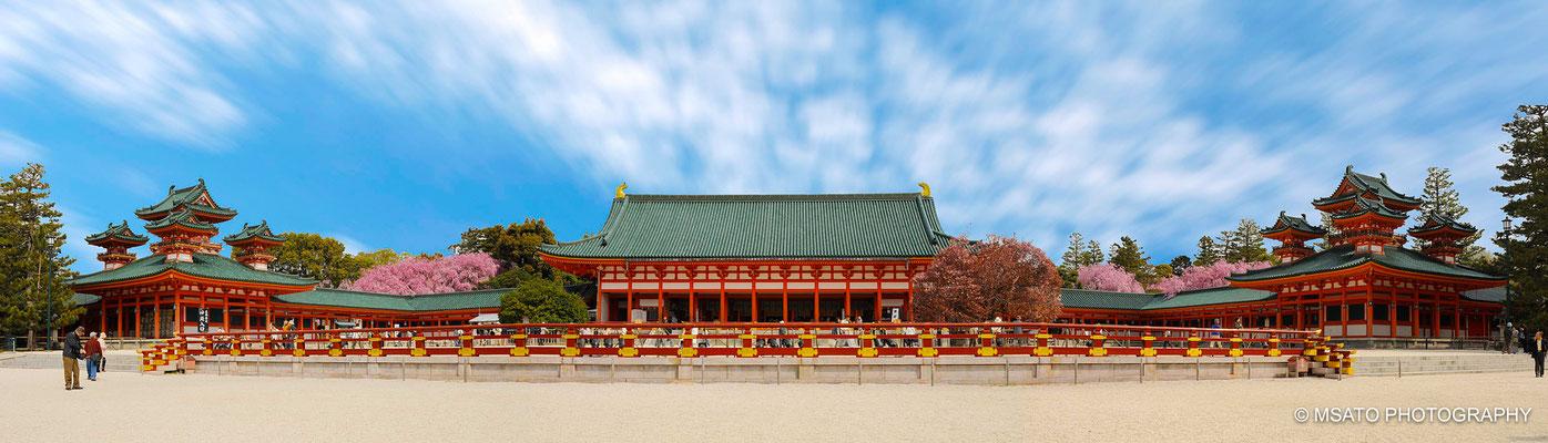 26 - Província de KYOTO. Santuário Heyan. Construído na ocasião das comemorações do aniversário de 1.100 anos da antiga capital do Japão. A melhor época para visitas é na primavera, durante a floração das cerejeiras.