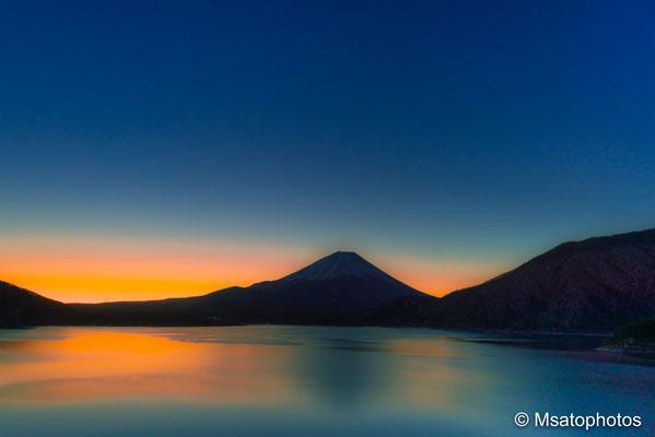 YAMANASHI Province - Monte Fuji visto a partir do lago Motosu_02.