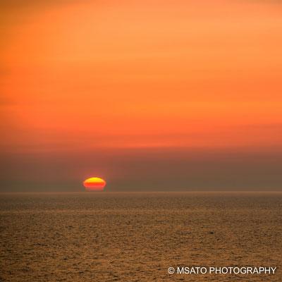 Sol visto em forma de vaso no mar do Japão, na província de Niigata.