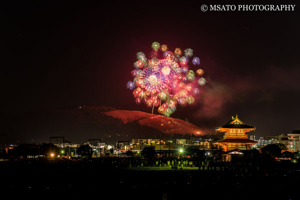 29 - Província de NARA. Wakakusayama Yaki. Evento que ocorre anualmente no mês de janeiro, consistindo em um festival de hanabi e na queima da montanha Wakakusa.