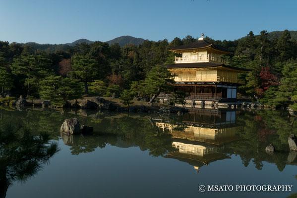 26 - Província de KYOTO. Kinkakuji ou Pavilhão Dourado. Construído em 1397, trata-se de um templo Zen Budista, destruído e reconstruído diversas vezes. Oficialmente o templo é conhecido por Rokuonji.