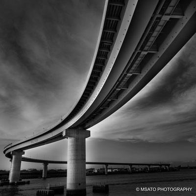 24 - Província de MIE. Inaba Port Line. Recentemente construída na cidade de Yokkaichi, esta ponte tem uma arquitetura singular e dá acesso ao porto da cidade.
