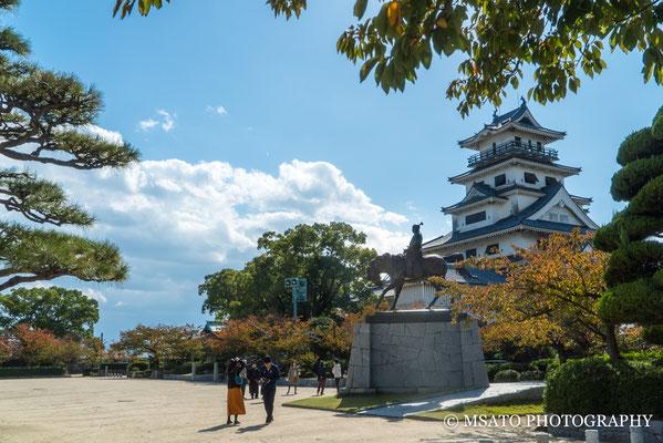 38 - Província de EHIME. Castelo de Imabari. Localizada na cidade de Imabari, foi construída em 1602 e é um dos três castelos do Japão, cujo fosso recebe água do mar.