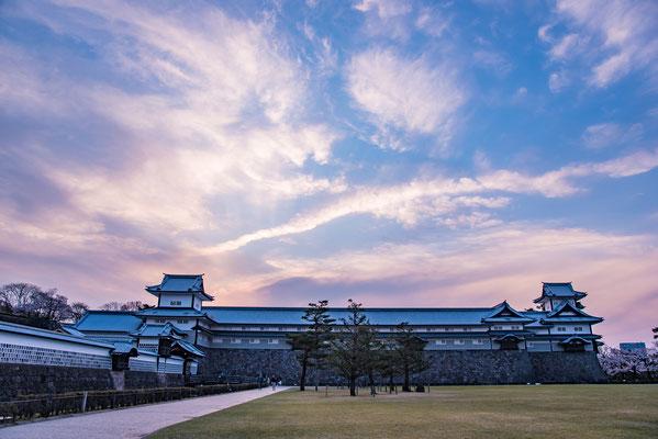 19 - Província de KANAZAWA. Castelo de Kanazawa. Localiza-se ao lado do Kenrokuen, um dos mais belos jardim japonês construído a mais de 400 anos atrás, a melhor época é visitá-lo durante a primavera, na floração das cerejeiras.