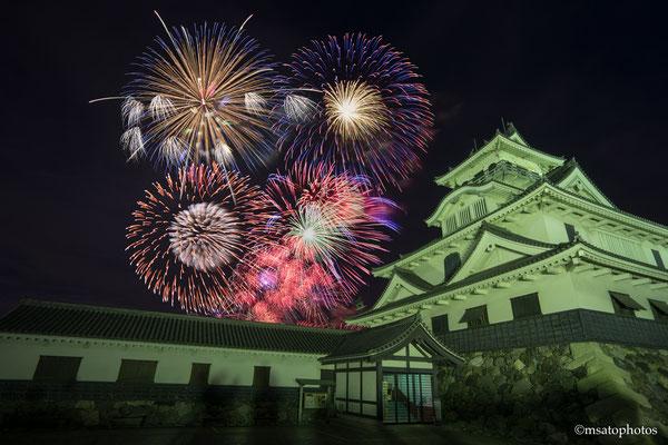 25 - Província de SHIGA. Hanabi no castelo de Nagahama, localizado na cidade homônima.