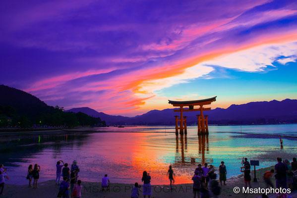HIROSHIMA Province - Grande portal do Satuário de Utsukushima.