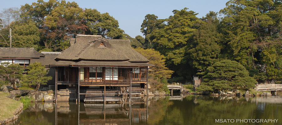 25 - Província de SHIGA. Casa de chá típico. Belo exemplar de arquitetura antiga localizado no jardim japonês Guenkyuen, próximo ao castelo de Hikone,