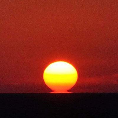 Sol visto em forma de Daruma(foto Nishidatakumi).