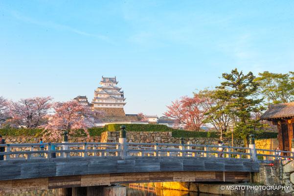 28 - Província de HYOGO. Castelo de Himeiji. Patrimônio Mundial pela UNESCO, é conhecido também como Castelo Garça devido a sua cor branca, foi construído em 1609 e mantém as características originas quanto às técnicas de construção.