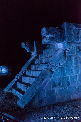 Iluminação das edificações, as cores vão do vermelho ao azul, um espetáculo!