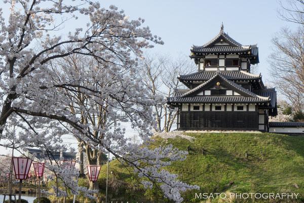 17 - Província de NIIGATA. Castelo de Takada. O pequeno castelo na cidade de Joetsu foi construído em 1614. Na primavera, na floração das cerejeiras os cenários com as valas de proteção e as flores dão um show espetacular.