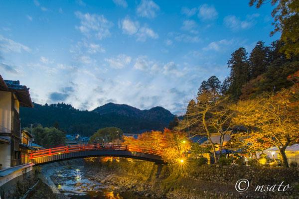 29 - Província de NARA. Ponte de acesso para o templo Murouji. Também conhecido por Nionin Koya por permitir o acesso de mulheres ao templo desde épocas remotas, nesta época, muitos templos não autorizavam entrada de pessoas do sexo feminino.