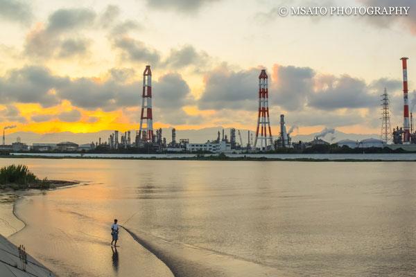 Entardecer vista a partir da margem do rio Suzuka.