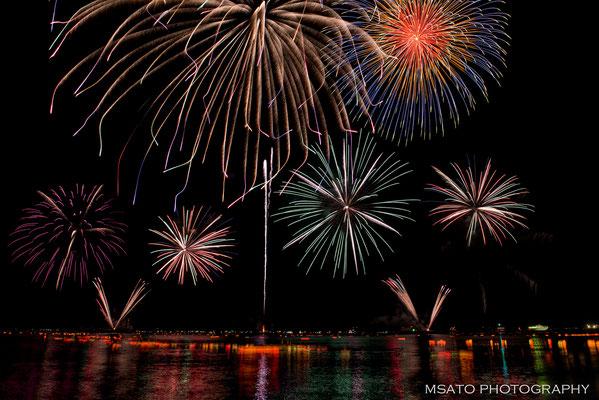 20 - Província de FUKUI. Festival de hanabi na cidade Tsuruga. Magnífico festival de fogos de artifício que acontece anualmente no mar do Japão.