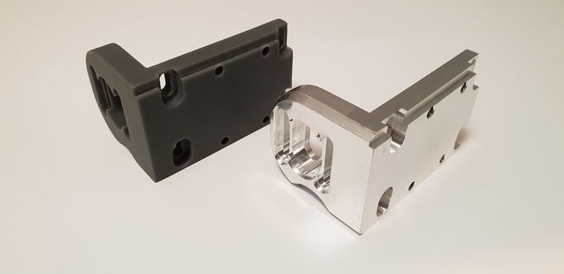 Im Vergleich SLA-Druck mit CNC Frästeil. Der 3D-Druck als optimale Lösung, um Bauraum und Design zu verifizieren.