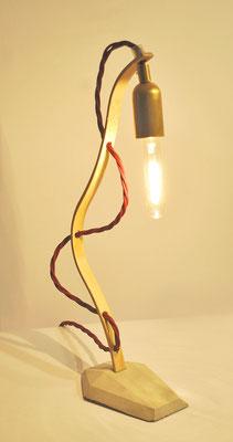 HANGING LOOSE Tischlampe_ BAMBOO_MESSING_ 34m x 10cm x 8cm_  dison Vintage Glühbirne 25W_  Bordeauxrotes Textilkabel geflochten_ Preis: 110€
