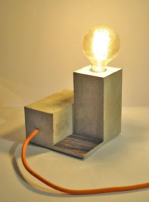 LABYRINTH_ Tischlampe mit Echtholzfunier _15cm x 15cm x 15cm_ Edison Vintage Glühbirne 40W_ Oranges Textilkabel 80cm_ Preis: 80€