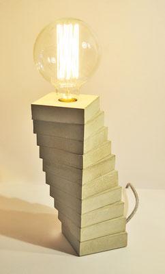 SPIRALE CONCRETE_ Tischlampe_ 29cm x 10cm x 10cm_ Big Edison Vintage Glühbirne 40W_  Leinentextilkabel_  Preis: 150€