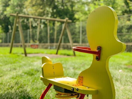Spielplatz - Ente & Schaukel