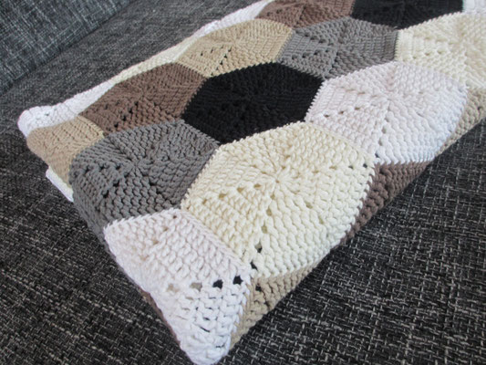 projekt hexagon decke hexagon blanket h keln macht gl cklich crochet addict with no. Black Bedroom Furniture Sets. Home Design Ideas