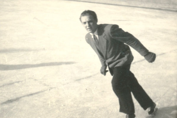 Roland Hynitzsch im Eisstadion -  Sammlung Roland Hynitzsch, Digitale Leihgabe ans ONLINE-MUSEUM BAD NAUHEIM, Foto: Beatrix van Ooyen