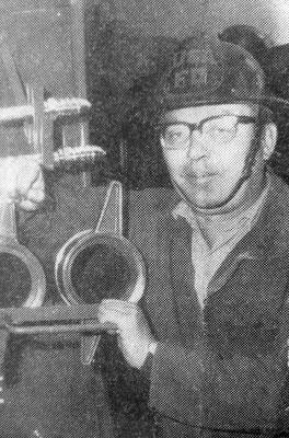 Roland Hynitzsch bei der Feuerwehr, WZ  Foto: Schüßler -  Sammlung Roland Hynitzsch, Digitale Leihgabe ans ONLINE-MUSEUM BAD NAUHEIM, Foto: Beatrix van Ooyen
