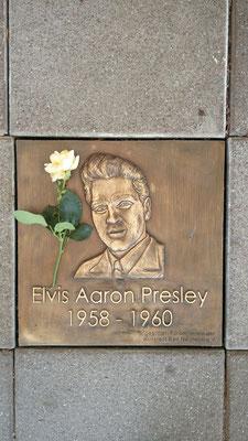 Neue Elvis-Gedenkplatte, Foto: Beatrix van Ooyen, 16.08.2016