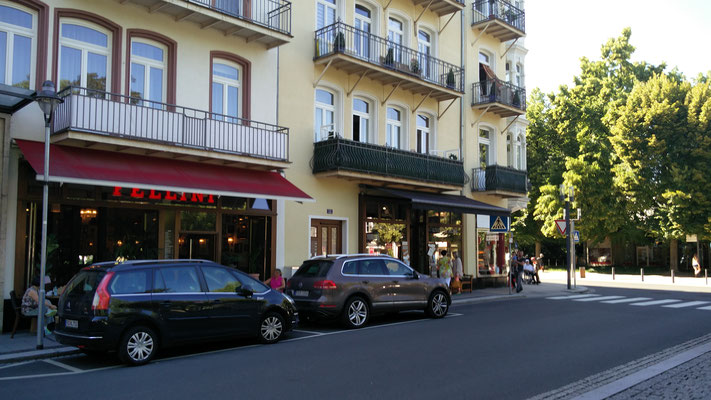 Kurstraße 1-3, Parkstraße und Park