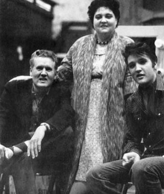 Elvis With His Parents - Early Years - Nearly Private - gepostet vom ELVIS TEAM BERLIN - March 22nd 2015